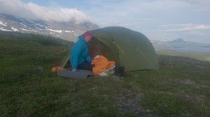 Mari er første ute av teltet